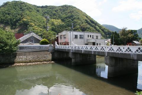 なまこ壁の橋