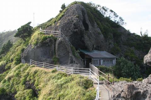 石廊崎の石室神社