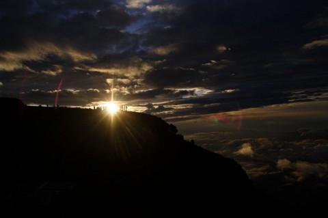 富士山山頂にてご来光